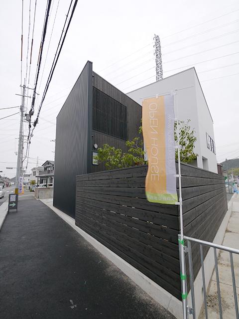 オープンハウス:「黒いガルバの壁で遮音された家」を開催中1