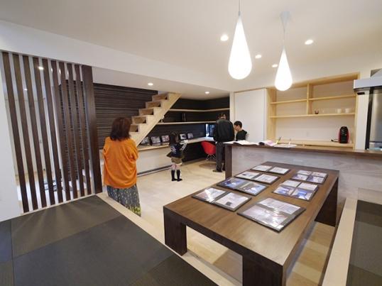 オープンハウス:「黒いガルバの壁で遮音された家」を開催中3
