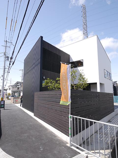 オープンハウス:「黒いガルバの壁で遮音された家」が終了1