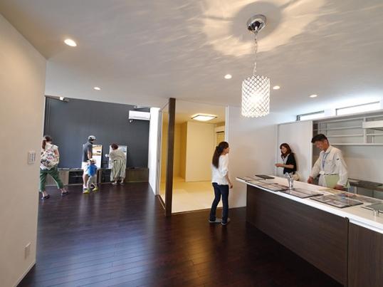オープンハウス:「サンルームをもつモダンな家」が終了1