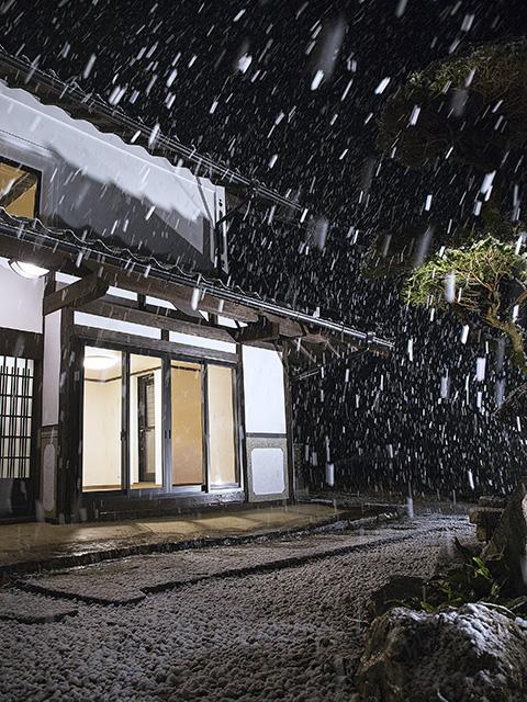 古民家で雪を楽しむ2