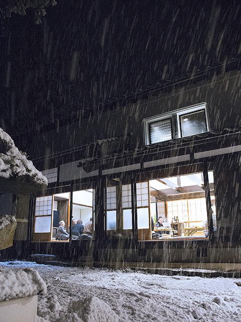 古民家で雪を楽しむ4
