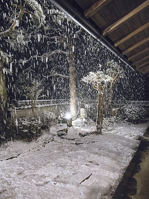古民家で雪を楽しむ5