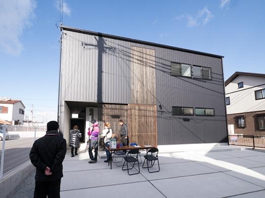 オープンハウス:「黒のガルバで覆われた片流れの家」を開催中!1