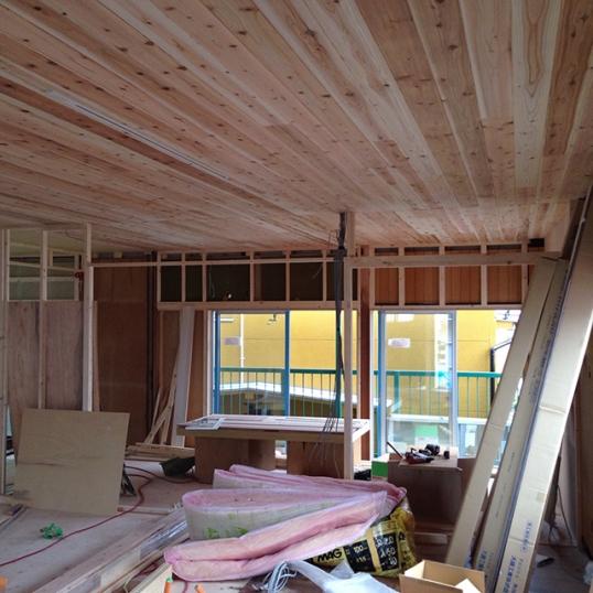 部屋と部屋を仕切る壁を大工工事中!2