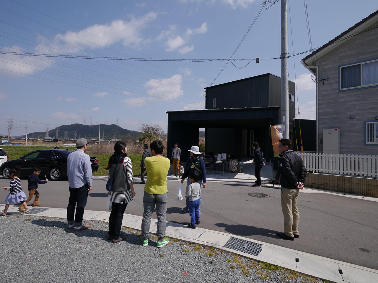 オープンハウス:「川沿いに建つ片流れ屋根の家」1