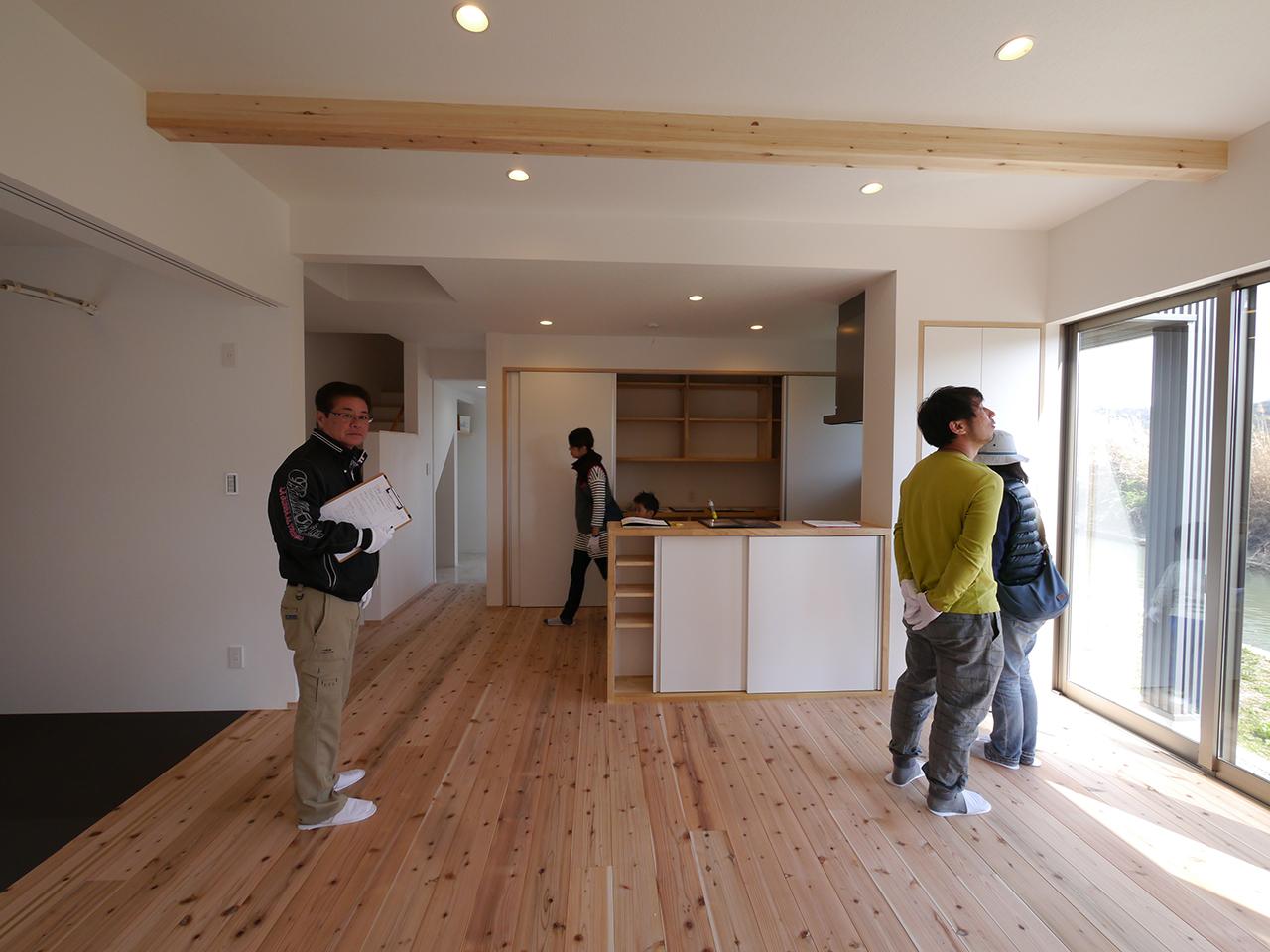 オープンハウス:「川沿いに建つ片流れ屋根の家」3
