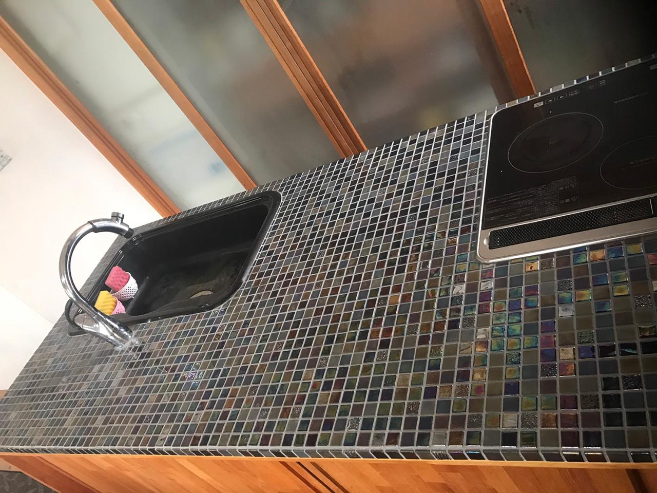ガラスモザイクタイルにキッチンリフォーム!3