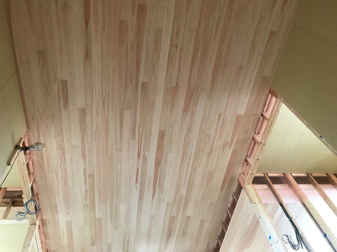 天井に檜の板を貼りました1