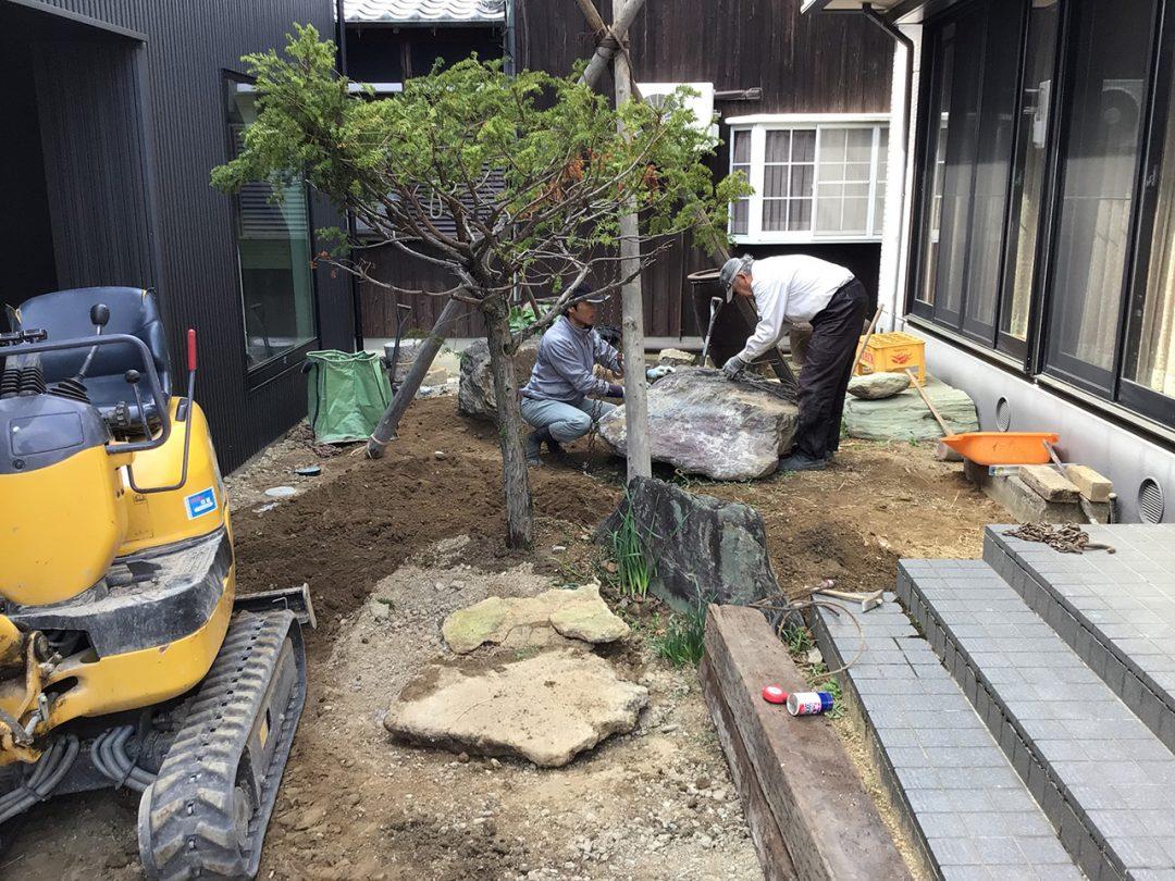 完成に向けて造園工事中2